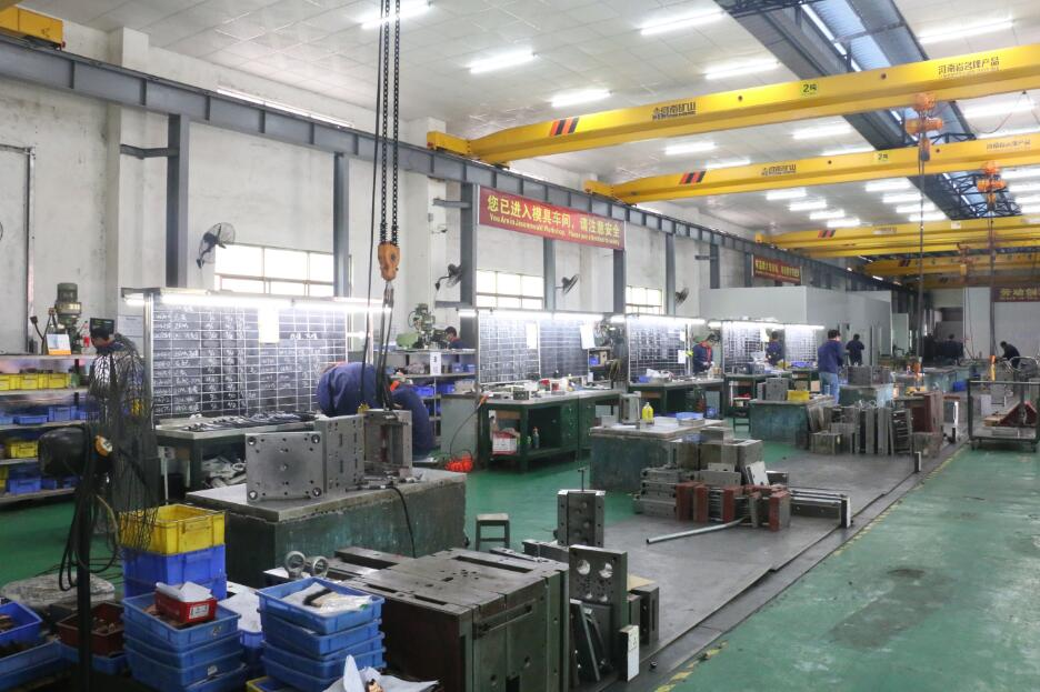 Assembly – capacity 100 molds / month avrg.