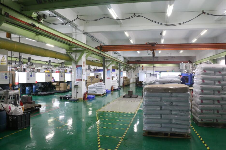 Injection machine x38 range 40Ton to 800Ton equipped with robot daily capacity 1.8 tons plastic parts avrg.
